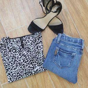 🌋Like New🌋 PAIGE Skyline Ankle Peg Frayed Jeans